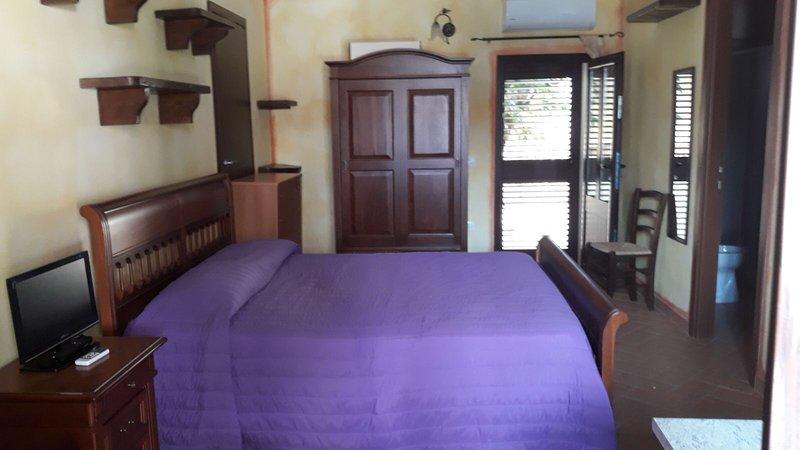 bilocale di lusso tranquillo, holiday rental in Tempio Pausania
