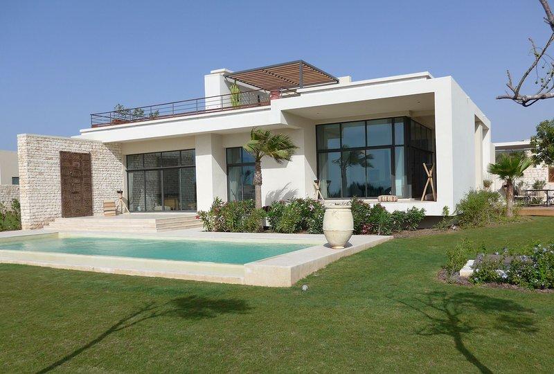 Villa d'exception de 400m2 avec piscine privée chauffée et son employé de maison, holiday rental in Essaouira