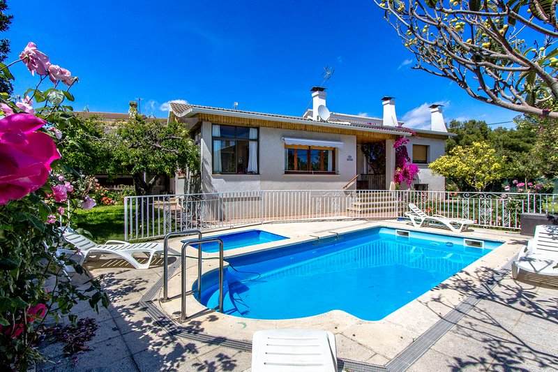 Catalunya Casas: Marvelous Villa Cambrils, only 2 km from the beach!, Ferienwohnung in Cambrils