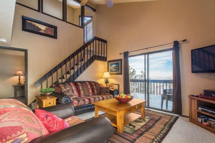 Le condo à plusieurs niveaux permet aux clients de disposer d'espaces communs confortables pour passer du temps ensemble et d'espaces personnels pour plus d'intimité lorsque vous le souhaitez.