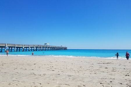 Cottage Sleeps 7 - 2.8 Miles from The Beach!☀️, casa vacanza a Lake Worth