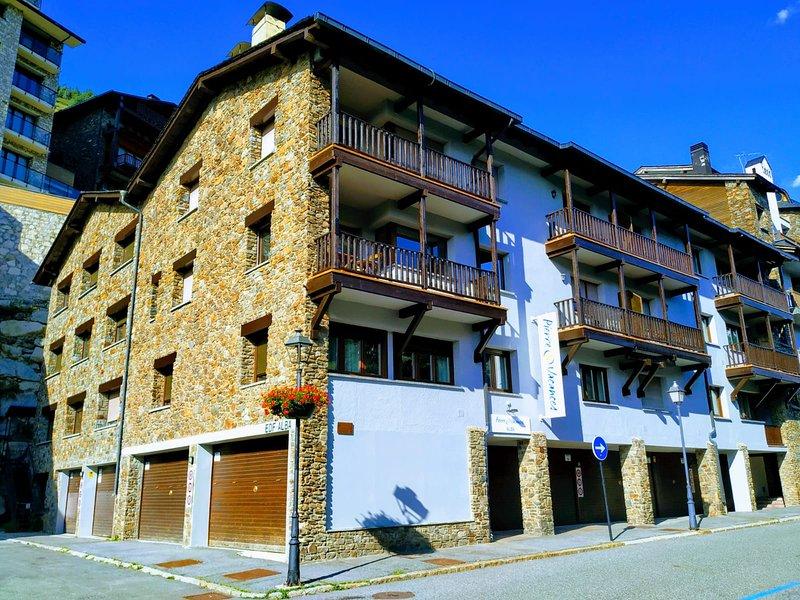 Apartamento con WIFI, a pié de pistas de Grandvalira, totalmente equipado., holiday rental in Ransol