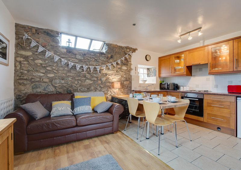 Eithinog Bach, vacation rental in Groeslon