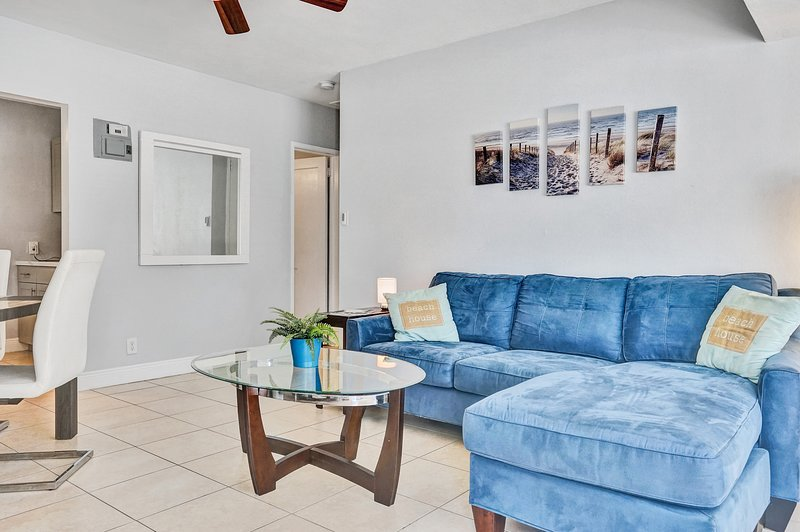 2 bed/1 bath house in Fort Lauderdale_The Blue House, holiday rental in Fort Lauderdale