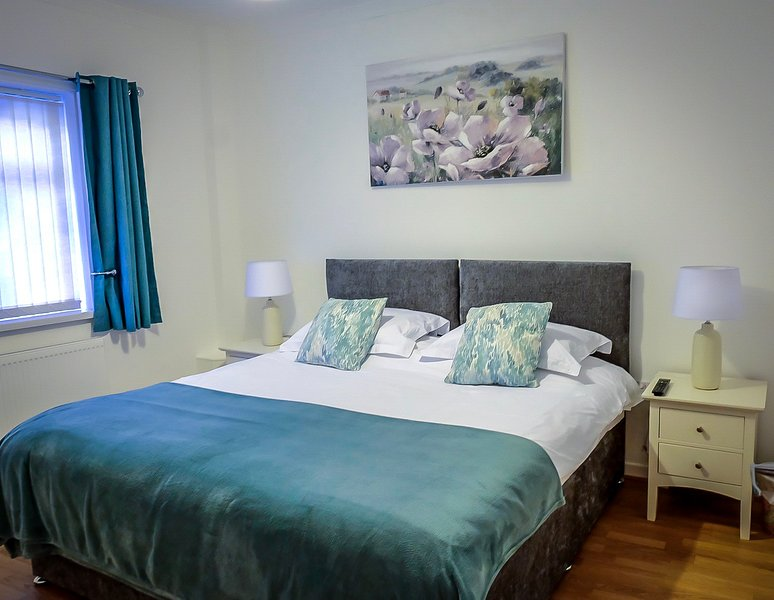 Luxury Cottage,SkyTv/Netflix/Free Parking.Central Base. Singles/Double/Twin Bed, vacation rental in Sunderland