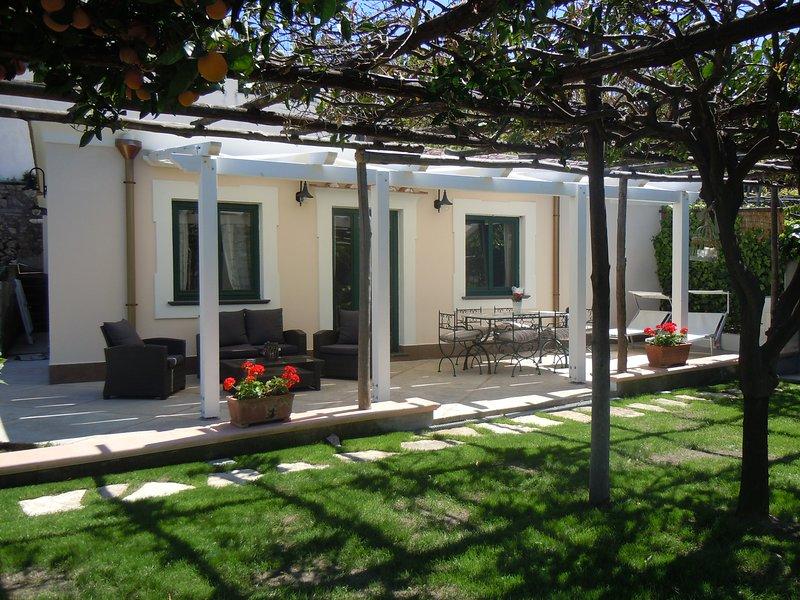 La residEnza 1 - Villa con giardino nel centro storico di Ravello con posto auto, vakantiewoning in Ravello