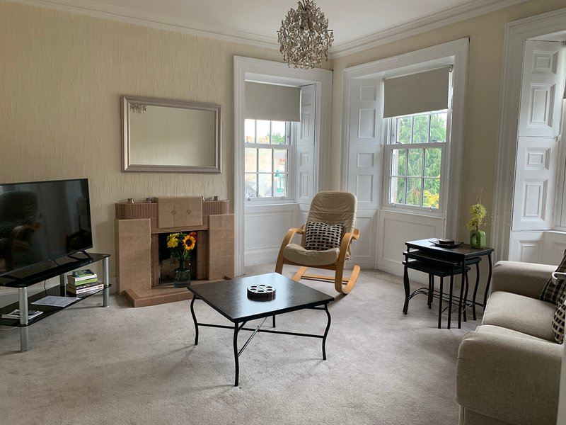Cosy Apartment 2 - Lanark Town Centre, holiday rental in Lanark