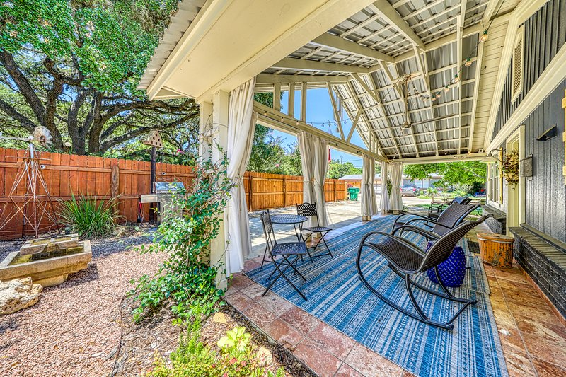 Charming house in heart of Hill Country, near parks, shopping & restaurants!, vacation rental in Blanco