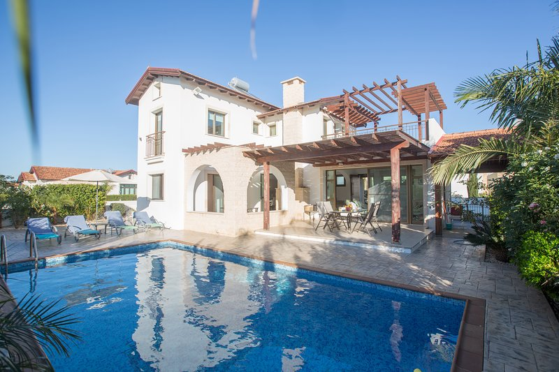 Kymma Villa 22, Very Nice 3 Bed Villa with Pool, vacation rental in Xylophagou