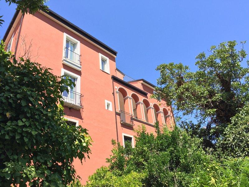 Palazzo Gentilizio de Maffutiis camera matrimonial, vacation rental in Savoia di Lucania