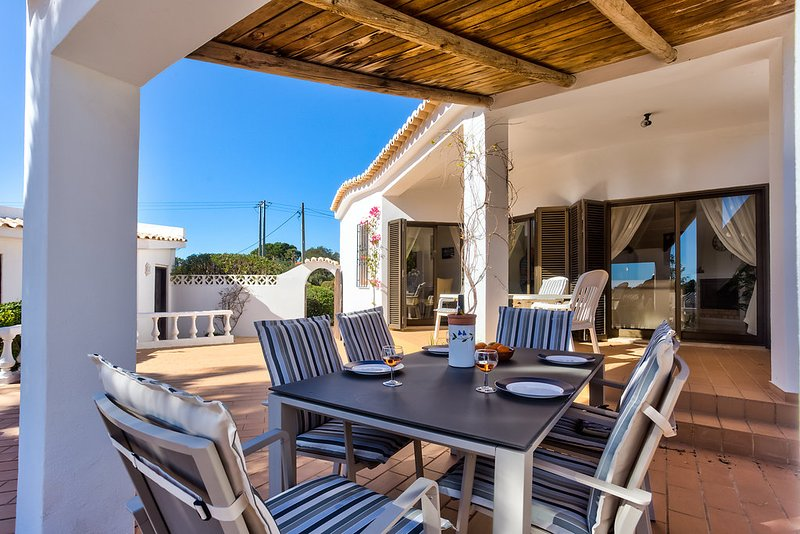This villa is perfect for a family holiday!, holiday rental in Caramujeira