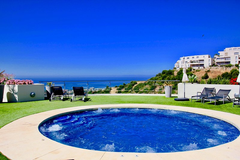 Samara 4 - Modern 2BR in Samara Resort Marbella, Indoor and Outdoor Pools, SPA, holiday rental in Ojen