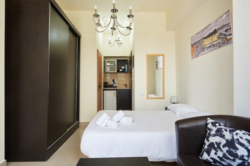 NHE Studio For 2 guests Machne Yehuda, aluguéis de temporada em Ramallah