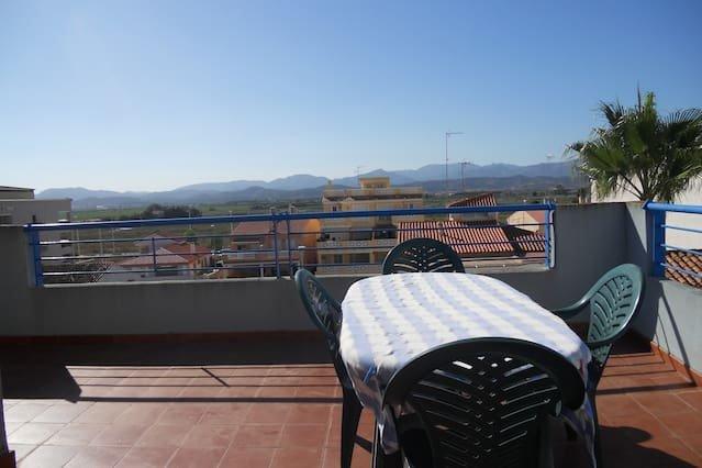 Spacious house with mountain view, aluguéis de temporada em Almenara
