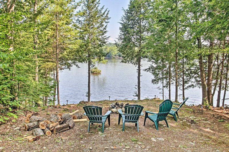 Limerick Lakehouse w/ Deck+Grill+Private Dock, vacation rental in East Wakefield
