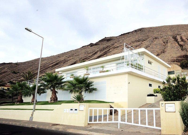 Adeles Villa -  Pool and great view of Atlantic Ocean, location de vacances à L'île de Porto Santo