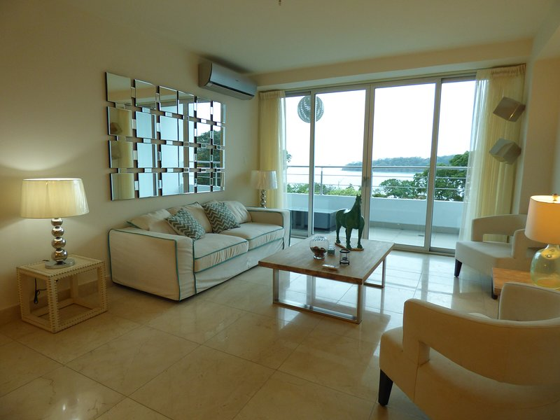 Single Bedroom Apartment in Beachfront Resort *SPECIAL RENTAL DEAL*, aluguéis de temporada em Isla Taboga