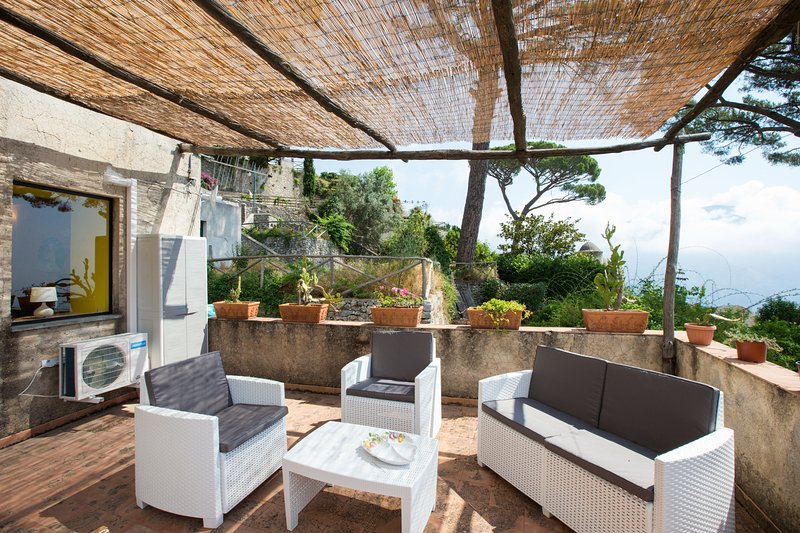 Ravello Il Nido with terrace and sea view, vakantiewoning in Ravello