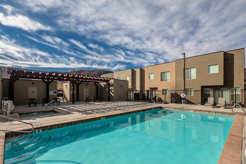 Entrada at Moab's Huge Pool, Spa, and Outdoor Entertaining Area!