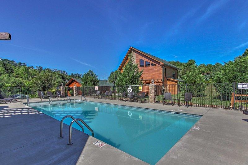 Este alquiler de vacaciones ofrece acceso a una piscina.