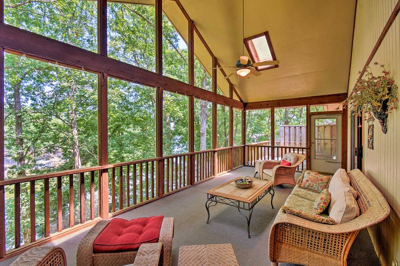 Your Hot Springs holiday awaits at this spacious lakefront home!