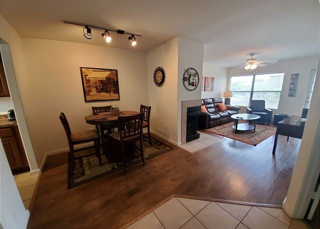 Tranquil Second Floor 1 Bedroom with Den, holiday rental in Tucson