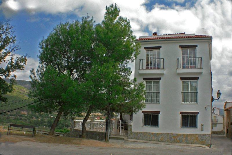 El trinar de los pájaros y  el susurro del viento serán tus compañeros en Cirat, holiday rental in Rubielos de Mora