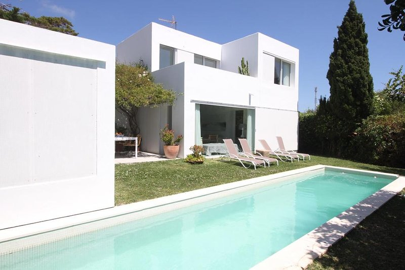 The House of Baelo is located on the beach of Bologna, Cadiz, holiday rental in Bolonia