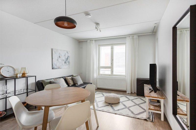 Scandinavian & Compact WeHost *Malagankatu, vacation rental in Kirkkonummi
