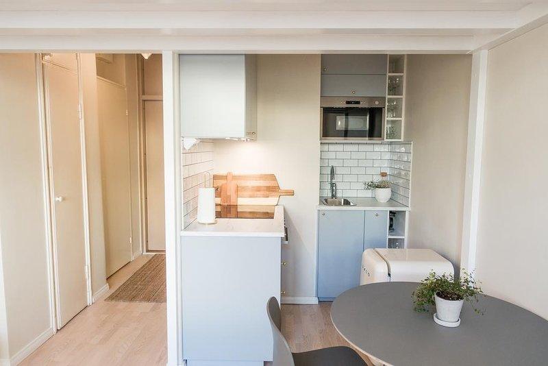 Compact Loft WeHost *Hietalahdenkatu, vacation rental in Southern Finland