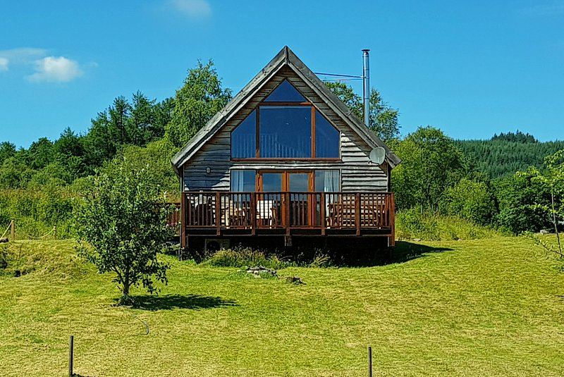 Osprey Log Cabin Loch Views, Free WiFi, Log Burning Stove, vacation rental in Kilchrenan