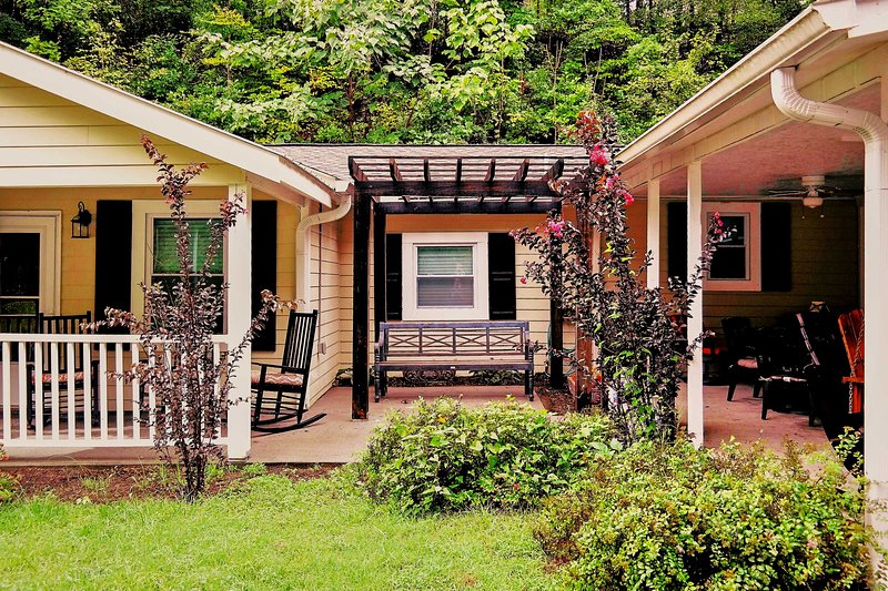 This 7-bed, 5-bath Pigeon Forge cabin is perfect for your next group getaway!