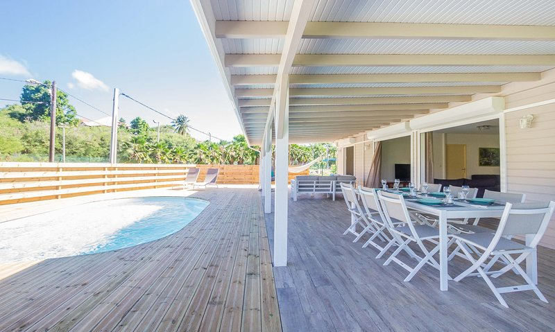 Spacious villa with swimming-pool, casa vacanza a Douville