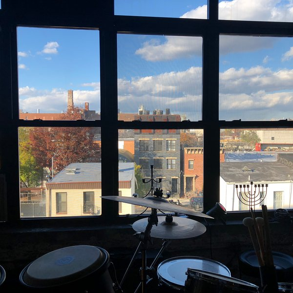 Williamsburg Loft with a Musical Soul, holiday rental in West Stockholm