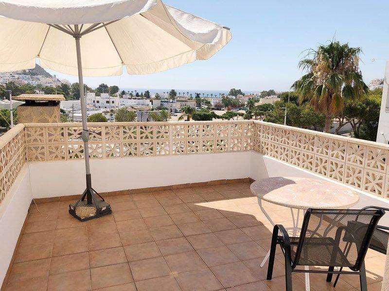 Apartamento con vistas al mar y terraza, location de vacances à San Jose