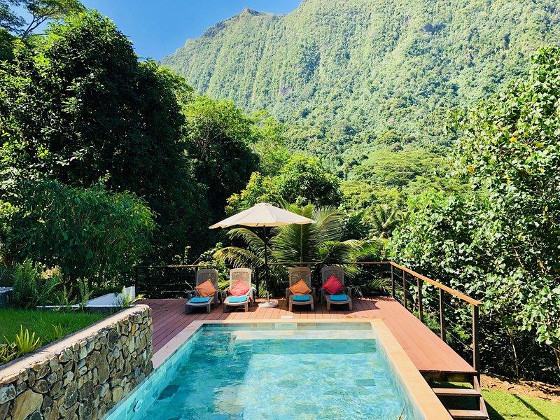 La Villa Te Fetia Nui Moorea, Vue mer, piscine au coeur de la nature de Moorea!, vacation rental in Temae