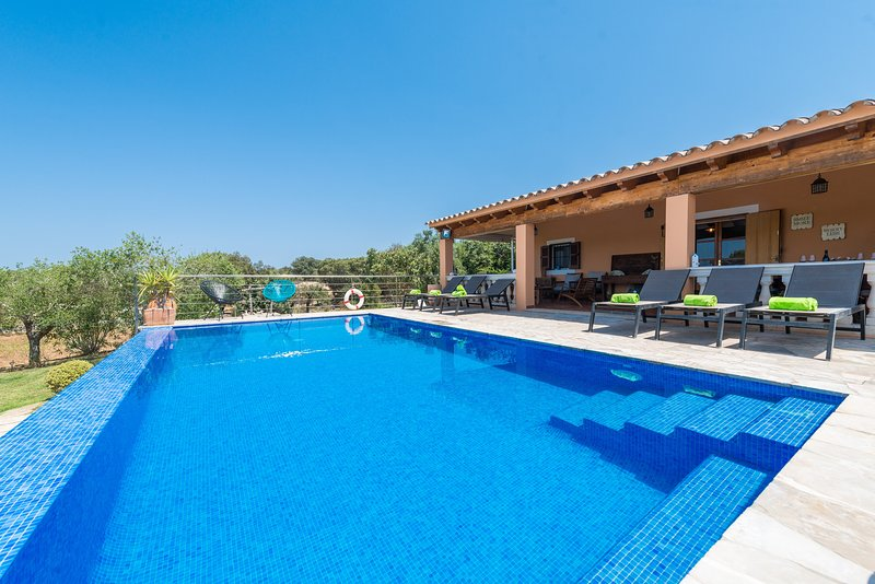 CAN ROCA - Villa for 8 people in COSTITX, holiday rental in Biniali