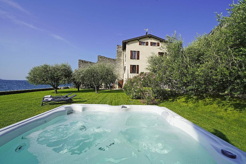 Villa Victoria, holiday rental in Gargnano