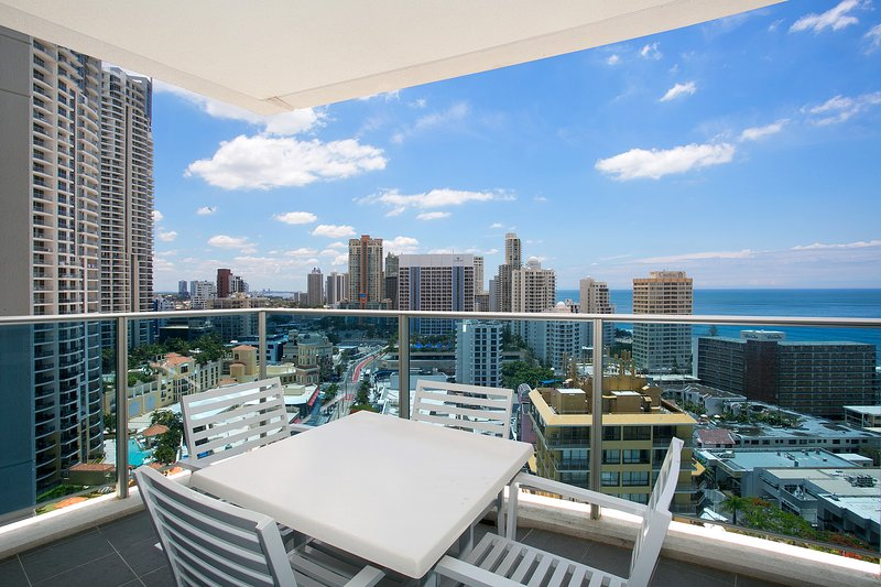 GCHR Orchid Residences Apt 11502 - 2 BR Level 15 (1K+1D), vacation rental in Biggera Waters