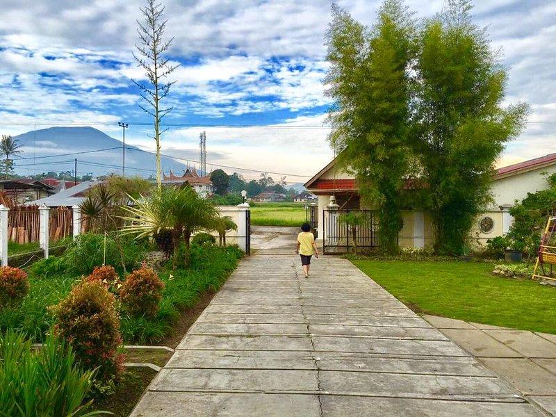 Rumah Gadang Lenggo Geni, holiday rental in Sumatra
