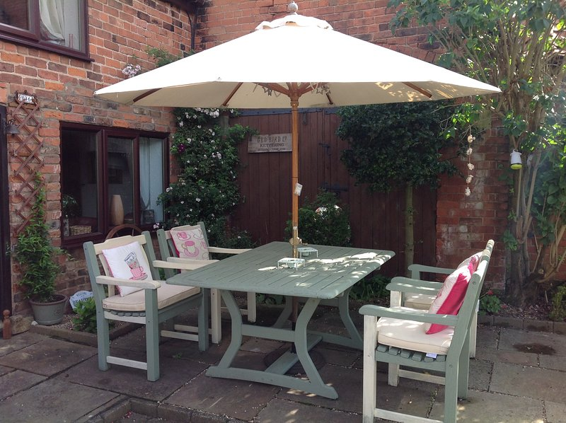 Garden and dining area with smoking permitted
