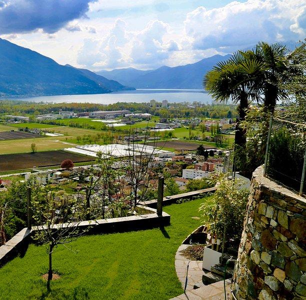Beautiful Apartment with lake-view (Lago Maggiore), location de vacances à Contone