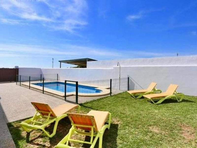 Chalet with private pool in Conil de la Frontera with Wifi, casa vacanza a Los Naveros