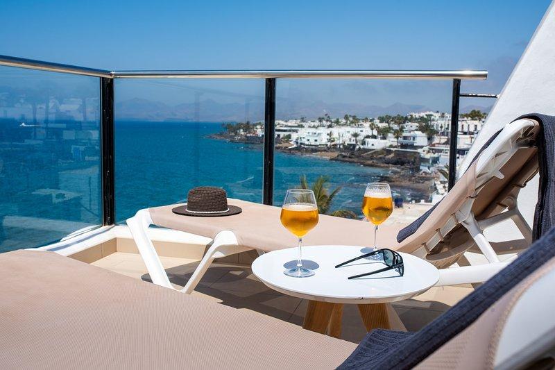Estelai | Apartment with breathtaking front line Ocean views, alquiler de vacaciones en Lanzarote