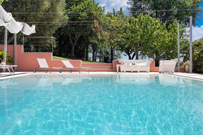 VILLA ALESSANDRA - Private Villa with Pool, beach 3Km, wi-fi, Senigallia, alquiler vacacional en Morro d'Alba