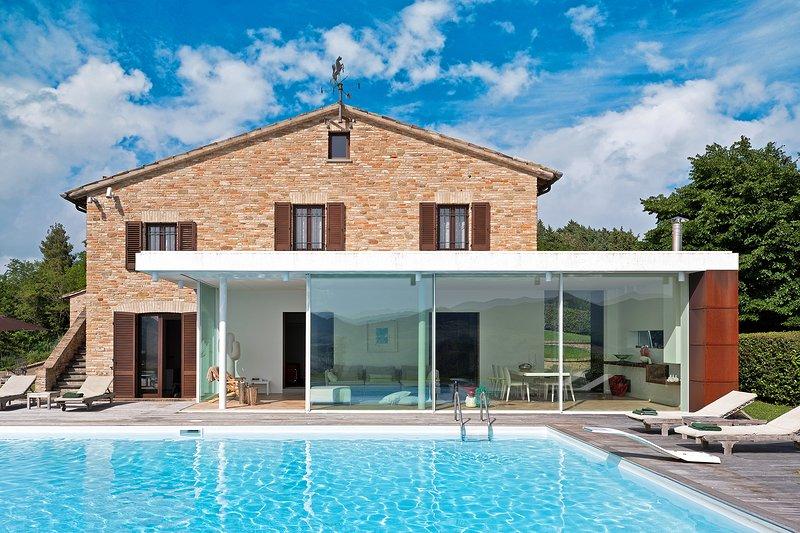 VILLA DIAMANTE - Private Vila with Pool, wi-fi, bright veranda, panoramic view, location de vacances à Sant'Angelo in Vado