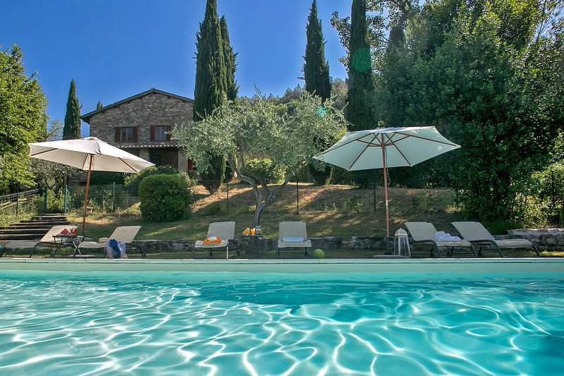 CASALE SAN FRANCESCO - Private Farmhouse with pool, wi-fi, pet-friendly, Assisi, holiday rental in San Presto