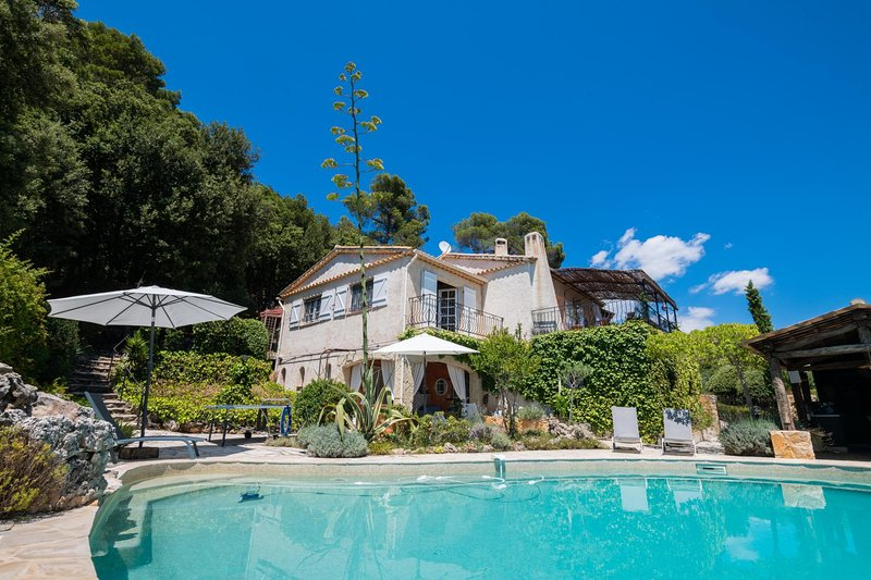 Les Veyans Villa Sleeps 6 with Pool and WiFi - 5810727, alquiler vacacional en Le Tignet