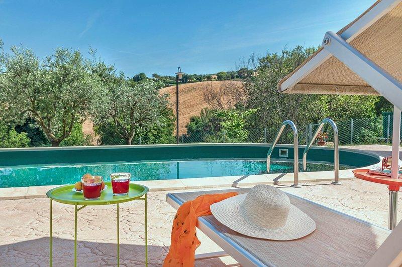 VILLA ROSA - Private Villa with Pool, wi-fi, beach 25Km, air-co, pet-friendly, location de vacances à Fratte Rosa