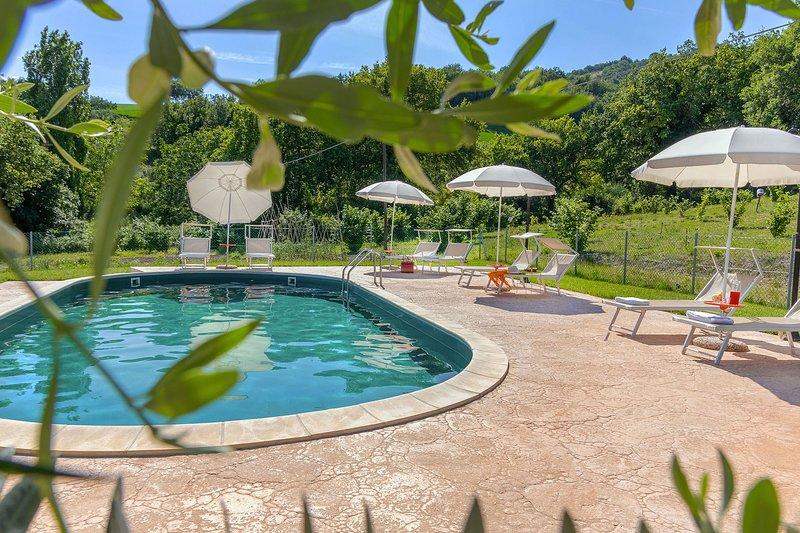 Villa Rosa, piscina,aria condizionata,animali ammessi, Regione Marche., holiday rental in Fratte Rosa